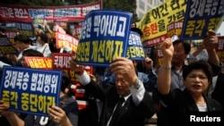 지난 6월 한국 서울에서 북한의 인권 개선과 탈북자 북송 중단을 요구하는 시위가 벌어졌다. (자료사진)
