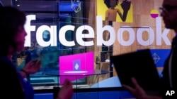 Konferensi pengembang Facebook di San Jose, California bulan lalu (foto: ilustrasi). Facebook menyeimbangkan kebebasan berbicara dan isi yang mengandung kekerasan atau kebencian.