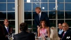 美國總統川普與8月7日在白宮和美國企業領袖晚宴。