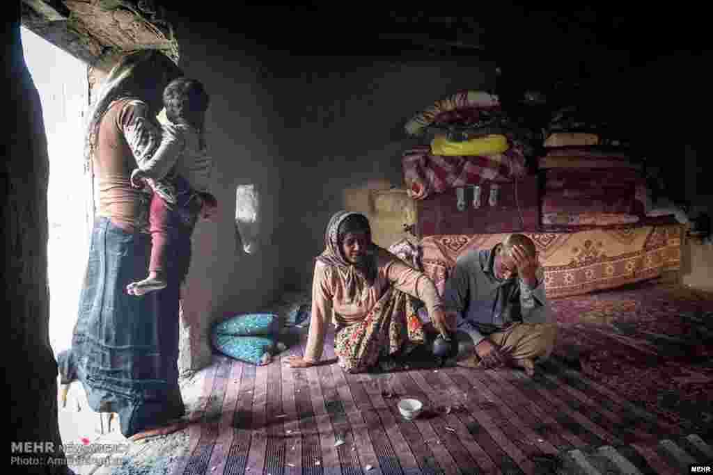 صندوق جهانی پول می گوید وضعیت اقتصادی مردم ایران در سال آینده بدتر خواهد شد.