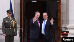 French President Francois Hollande (R) is greeted by Irish Prime Minister Enda Kenny after he arrives at Government Buildings in Dublin, Ireland, July 21, 2016.