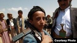 یمن عسکری فورسز میں شامل ایک بچہ ۔ فائل فوٹو