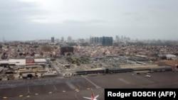 Vista aérea do Aeroporto Internacional 4 de Fevereiro, Luanda, Angola. Novembro 2018