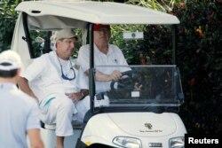 El presidente Donald Trump llega a su campo de golf en West Palm Beach para jugar con miembros del Servicio de Guaradacostas de EE.UU. Dec. 29, 2017