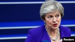 Britanska premijerka Tereza Mej obraća se medijima nakon što je stigla na samit lidera Evropske unije u Briselu, Belgija, 18. oktobra 2018.