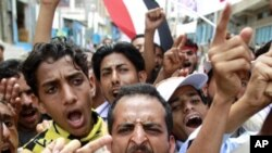 Protesters shout slogans during a demonstration to demand the ouster of Yemen's President Saleh in the southern city of Taiz, April 14, 2011