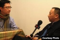 中国新公民运动人士笑蜀接受美国之音记者采访。(照片来源:何宗勋提供)