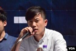 本土派組織熱血公民成員鄭松泰表示,去年雨傘革命後香港社會更趨向極權。(美國之音湯惠芸)