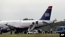 Un vuelo de U.S. Airways y sus pasajeros fueron inspeccionados después de aterrizar en el aeropuerto internacional de Filadelfia.