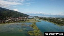 Kompo Dongi sebagai Aquatic-Terrestrial Transition Zone atau sebuah sebuah tempat yang terendam secara berkala yang berperan penting dalam proses ekologi yang berlangsung di perairan Danau Poso. (Foto : FARP Poso/2018)
