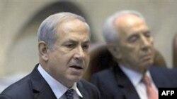Tổng thống Israel Shimon Peres (phải) và Thủ tướng Benjamin Netanyahu tại một cuộc họp của Quốc hội ở Jerusalem