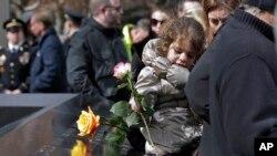 Socorristas y familias de las víctimas del ataque de 1993 se reunieron para recordar el primer ataque terrorista en el país, que fue un preludio de los ataques del 11 de septiembre que destruyeron por completo las Torres Gemelas.