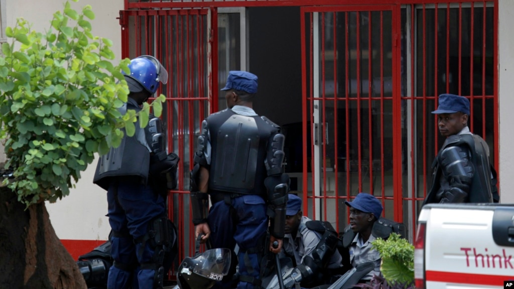 Zimbabwe Arrests Protest Organizers as Economy Plunges