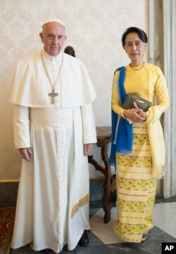 Aung San Suu Kyi met Pope Francis at the Vatican in May.