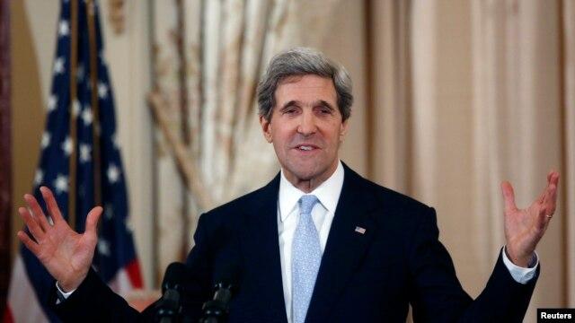 Menlu AS John Kerry memberikan pernyataan soal kebijakan AS terhadap program nuklir Iran di Washington, Jumat 8/2 (foto: dok).