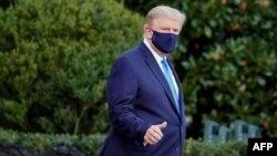 美國總統特朗普10月2日從白宮搭乘直升機前往沃爾特-里德國家軍事醫療中心。