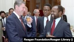 Ronald Reagan e Samora Machel