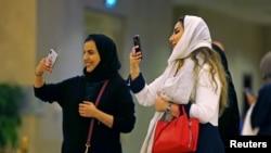 زنان سعودی هنگام اشتراک در کنسرت «ینی» هنرمند مشهور یونان