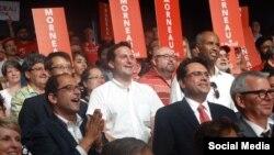 مجید جوهری(با کراوات قرمز) و علی احساسی(سمت چپ در حال تشویق)