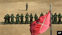 Binh sĩ mới của đội quân Ðộc lập Kachin (KIA) tại một trại huấn luyện quân sự gần Laiza.