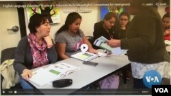 "En Colorado, un grupo llamado ""Intercambio"" entrena voluntarios para enseñar inglés como segundo idioma a estudiantes inmigrantes"