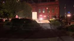 Демонстранти урнаа споменик на Кристофер Колумбо во Балтимор