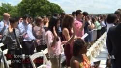 100 New US Citizens Sworn In