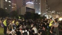 逃犯條例修訂恢復二讀前夕 市民通宵留守香港立法會外