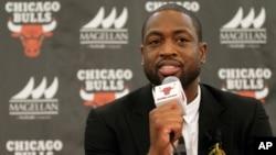 """La estrella de la NBA, de 34 años, ganador de tres títulos de liga con los Heat de Miami, usó el hashtag """"EnoughIsEnough"""" (Es suficiente)."""