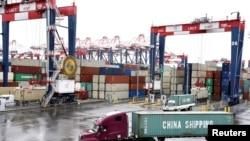 在美国加利福尼亚州的圣佩德罗港口看到的集装箱。(路透社,2018年3月22日资料照)