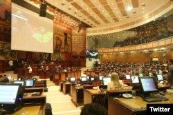 Vista de la Asamblea Nacional de Ecuador durante la elección del economista Otto Sonnenholzner como nuevo vicepresidente de la nación.