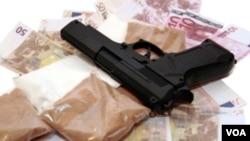 aunque existen operaciones de contrabando de personas, combustibles, cigarrillos las ganancias no se pueden comparar con las que genera la cocaína.