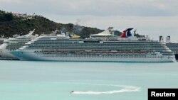 Tàu du lịch Carnival Dream bỏ neo trong cảng ở Sint Maarten, 14/3/13