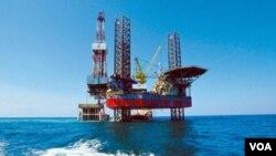 Fasilitas pengeboran minyak lepas pantai milik perusahaan China CNOOC di Teluk Bohai, yang bekerjasama dengan ConocoPhillips. (Foto: Dok)