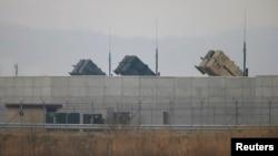 Американские ракетные установки комплекса «Patriot» на авиабазе Осан в южной части Сеула.