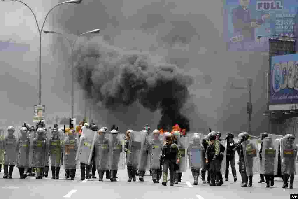 Venesuela - Polislə prezident Moduro hökumətinə qarşı olan nümayişçilər arasında qarşıdurma