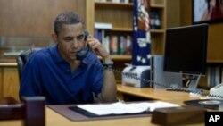 6일 아프가니스탄에서 탈레반 공격으로 추정되는 네이비실 요원 참변 소식을 보고받고 긴급 전화회의를 주재하는 오바마 미 대통령