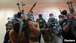 Các chiến binh thuộc các bộ tộc được triển khai để chiến đấu chống các phần tử chủ chiến nhóm Nhà nước Hồi giáo trong thị trấn Haditha, nằm về hướng tây bắc Baghdad, 25/8/14