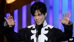 Prince accepts the award for Outstanding Male Artist at the 38th NAACP Image Awards, March 2, 2007, in Los Angeles.