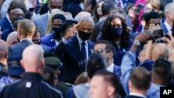 Bivši predsednik Barak Obama i prva dama Mišel Obama dolaze na komemoraciju u Njujorku na dvadesetu godišnjicu napada na SAD, 11. septembra 2021.