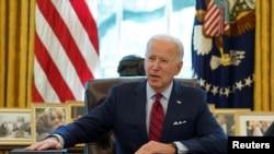 ປະທານາທິບໍດີ Joe Biden ຂອງສະຫະລັດ ກ່າວໃນຂະນະທີ່ເຊັນດໍາລັດຕ່າງໆໃນທໍານຽບຂາວ, ວັນທີ 28 ມັງກອນ, 2021