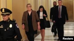 美国职业外交官克罗夫特抵达国会山,将要参加弹劾调查的闭门听证会。(2019年10月30日)
