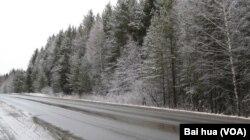 冬季的乌拉尔地区,叶卡捷琳堡郊外。(美国之音白桦拍摄)