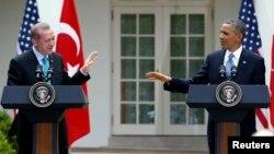 16일 백악관에서 공동 기자회견를 가진 바락 오바마 미국 대통령(오른쪽)과 레제프 타이이프 에르도안 터키 총리.