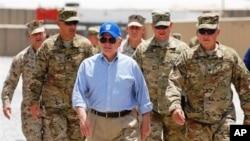 盖茨6月5号在阿富汗南部美军基地