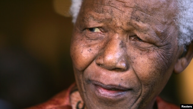 Former President Nelson Mandela smiles as he formally announces his retirement from public life in Johannesburg, South Africa, June 1, 2004.