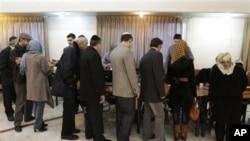 Meclis seçimlerinde oy kullanan İranlı Yahudiler