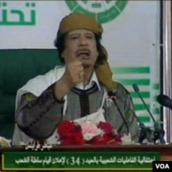 Pemimpin Libya Moammar Gaddafi yang tetap menolak tuntutan banyak kalangan untuk menyerahkan kekuasaannya.