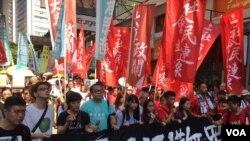 """数以万计港人大游行声援""""良心犯""""抗争者"""