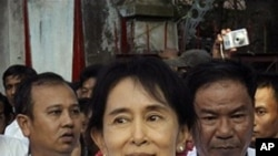 Pro-democracy leader Aung San Suu Kyi leaves her National League for Democracy party's headquarters in Rangoon (file photo)
